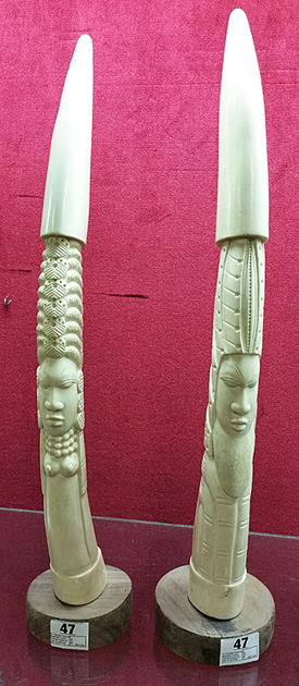 Carved tusk that looked like african elephant ivory