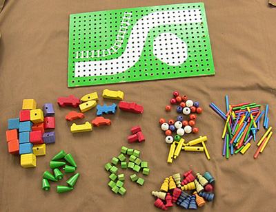 A Play Skook peg board and pieces.