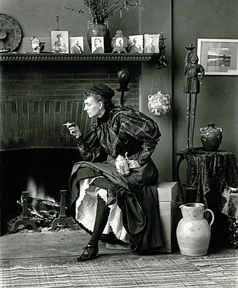 Self-portrait of Frances Benjamin Johnston, 1895. Photo from the Library of Congress.