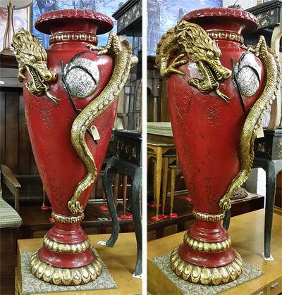 Grand Chandelier Amp Opulent Vase For A Humongous House