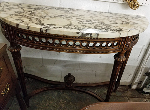 Wall console table with white marble and gray threads.