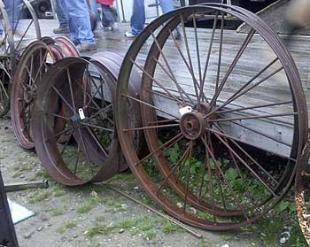 Decorating Your Yard With Wagon Wheels Auction Finds